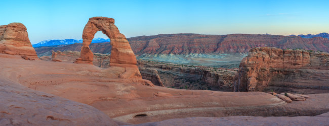 США. Amazing erosion of rock, Delicate Arch at Arches National Park Utah. Фото uwstas - Depositphotos