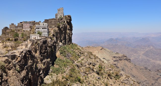 Клуб путешествий Павла Аксенова. Йемен. Деревня Манаха. Manakhah, Jebel Haraz mountains, Yemen. Фото znm666 - Depositphotos