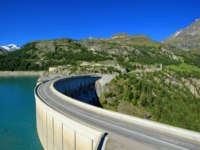 Dam of Chevril or Tignes and Mont-Pourri, France. Фото Elenaphotos21 - Depositphotos