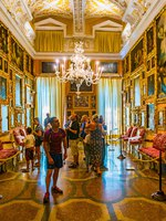 Италия. Озеро Маджоре. Lake Maggiore. Interior of the Borromeo Palace on Isola Bella, Italy. Фото Dudlajzov-Depositphotos