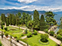 Италия. Озеро Маджоре. Baroque garden of Isola Bella, is one of the Borromean Islands of Lake Maggiore. Фото olgysha - Depositphotos