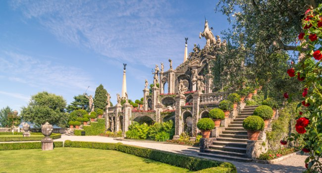 Италия. Озеро Маджоре. Baroque garden of Isola Bella, is one of the Borromean Islands of Lake Maggiore. Фото Robertobintti70 - Depositphot