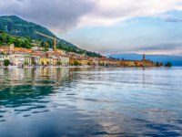 Италия. Озеро Гарда. View of Salo Town, Lake Garda, Italy. Фото marcorubino - Depositphotos