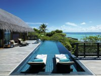 Мальдивы. Shangri-La's Villingili Resort & Spa, Maldives. Tree House Villa deck and infinity pool
