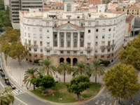 Испания. Барселона. Historical Navy Sector Building at the begining of La Rambla, Barcelona. Фото philipus - Depositphotos